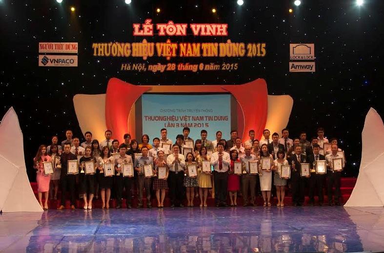 Description: Lễ Tôn vinh Thương hiệu Việt Nam tin dùng 2015